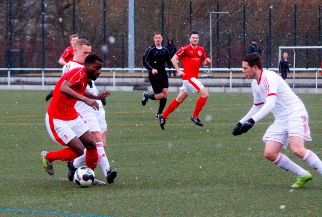 Traumtor von Sebastian Schiewe sicherte dem FC Anker Wismar das Remis